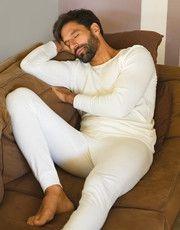 La línea de ropa interior térmica para los hombres de la marca EMINENCE ofrece largas Johns, calzoncillos y camisetas.
